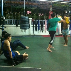 Photo taken at Nikhom Muay Thai Virapol GYM by Piyaporn O. on 3/5/2013