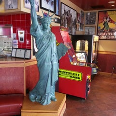 Photo taken at Red Robin Gourmet Burgers by Bob H. on 3/16/2013