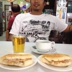 Photo taken at ร้านพรเทพ อาหารเช้ายอดนิยม by Anoot S. on 2/27/2015