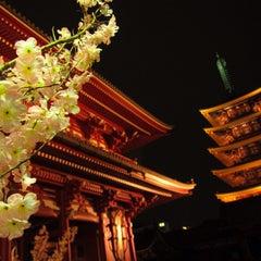 Photo taken at 浅草寺 (Sensō-ji Temple) by Yu O. on 3/22/2013