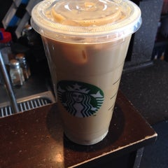 Photo taken at Starbucks by De Vare W. on 5/11/2014