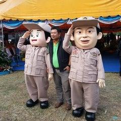 Photo taken at ท่ารถตู้ฟิวเจอร์(บ้านนา)-ราชมงคล ท่ารถบ้านนา by Seas L. on 12/26/2012