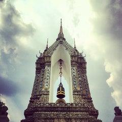 Photo taken at วัดพระเชตุพนวิมลมังคลารามฯ (Wat Pho) by Jefford N. on 5/6/2013