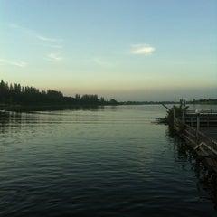 Photo taken at เรือนแพ ฟิชชิ่งปาร์ค (Ruen Pae Fishing Park) by Pitchawoot S. on 10/28/2012