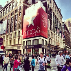Photo taken at Macy's by Viviane S. on 5/21/2013