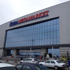 Photo taken at Roda megamarket by Дмитрий Т. on 10/14/2012