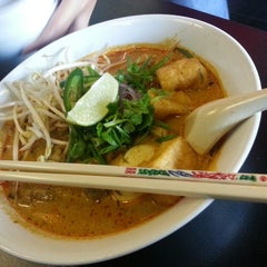 Photo taken at Bo Laksa King's Bubbles & Bits by Andrew L. on 8/10/2013