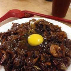 Photo taken at Restoran Mei Yen (美圆茶餐室) by Sphenix N. on 6/13/2015