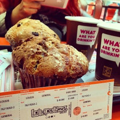 Photo taken at Dunkin' Donuts by Pascal R. on 8/12/2013