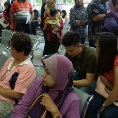 Photo taken at Immigration Department (Jabatan Imigresen) by Noel C. on 1/12/2013