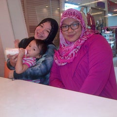 Photo taken at D'Cost Seafood by Muhammad Firdaus A. on 8/10/2013