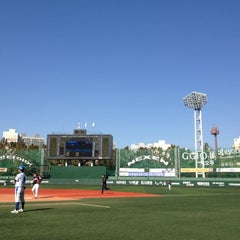 Photo taken at 목동야구장 (Mokdong Baseball Stadium) by yumi s. on 10/14/2012
