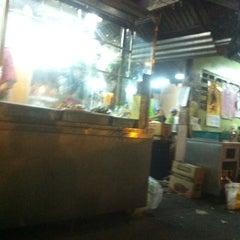 Photo taken at เปียอู๋โภชนา by หญิง ป. on 1/18/2013