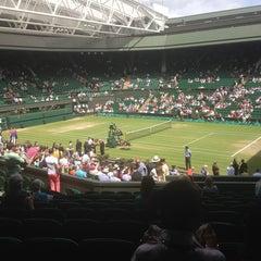 Das Foto wurde bei The All England Lawn Tennis Club von David C. am 7/4/2013 aufgenommen