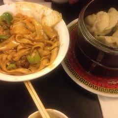 Photo taken at Chinese Noodle House 北方麵家 by Yulianto Oen Wheatley &. on 11/15/2012