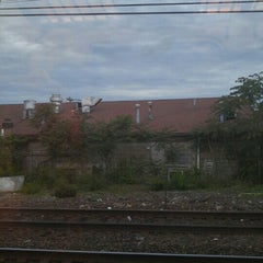 Photo taken at Metro North - East Norwalk Train Station by Podróżniccy on 6/6/2015