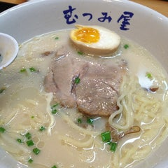 Photo taken at Ramen Planet Mutsumiya (むつみ屋) by Piingiie🐻 on 4/9/2013