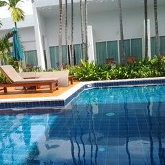 Photo taken at Kata Lucky Villas by Niramon M. on 11/19/2012