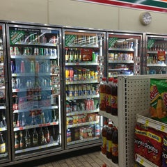 Photo taken at 7- Eleven by Fernando P. on 5/4/2014
