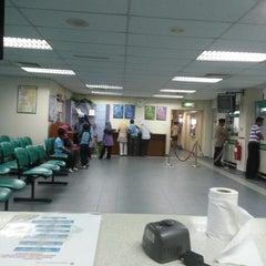 Photo taken at Jabatan Imigresen Malaysia by Tula Pasal ™. on 4/25/2013