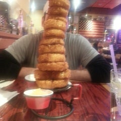 Photo taken at Red Robin Gourmet Burgers by Jnette B. on 2/21/2013