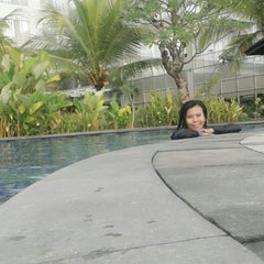 Photo taken at Swimming Pool Mercure by Rahayu N. on 12/8/2013