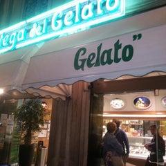 Photo taken at La Bottega del Gelato - Cardelli by claudio r. on 9/17/2012