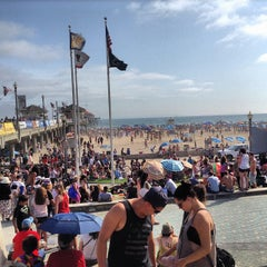 Photo taken at Huntington Beach Beach Volleyball Courts by Gelo d. on 7/5/2013