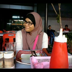 Photo taken at Restoran JS Maju by Ed Y. on 12/19/2012