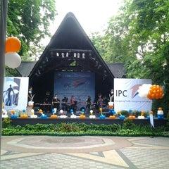 Photo taken at Pasar Seni Ancol by Trie on 12/9/2012