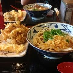 Photo taken at Marukame Udon by Jen L. on 7/25/2013