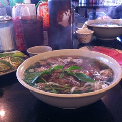 Photo taken at Pho Ha by hoai vi p. on 10/6/2012