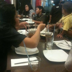 Photo taken at Pizza Hut by Kelvin R. A. on 3/30/2013