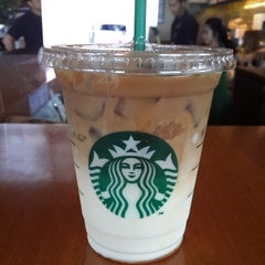 Photo taken at Starbucks by Hesti R. on 3/14/2014