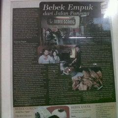Photo taken at Bebek Goreng Pak Yogi by Heriyanto H. on 10/20/2012