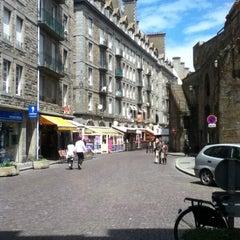 Photo taken at Intra-Muros – Centre de Saint-Malo by Fabiana L. on 6/14/2013