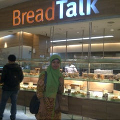 Photo taken at BreadTalk by Rofiqoh T. on 10/19/2013