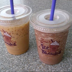 Photo taken at The Coffee Bean & Tea Leaf by Evita R. on 4/7/2013