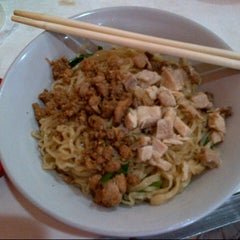 Photo taken at Bakmi Lung Kee by Agus H. on 10/14/2012