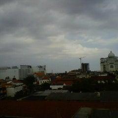 Photo taken at Langit ketujuh by Leo Nietha A. on 10/13/2012