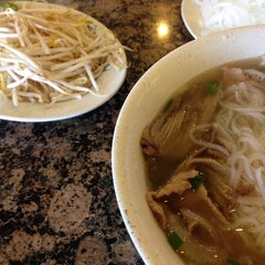 Photo taken at PHO 21 - Western by Darnell W. on 9/11/2014