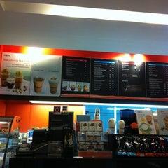 Photo taken at Café DoiTung (คาเฟ่ ดอยตุง) by LiNg LiNg M. on 12/10/2012