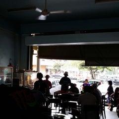 Photo taken at Kedai Kopi Jeong Hin by Sabah D. on 12/18/2013