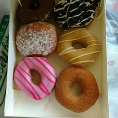 Photo taken at Krispy Kreme by Zoebali M. on 2/18/2016