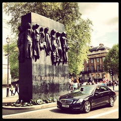 Photo taken at 10 Downing St. by DiDAN D. on 5/25/2013