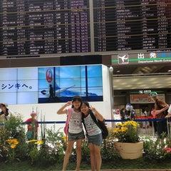 Photo taken at 成田国際空港 第2ターミナル (Narita International Airport - Terminal 2) by hOnEyBuBbLeS on 7/30/2013