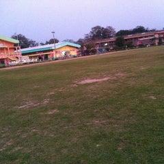 Photo taken at โรงเรียนเชียงคำวิทยาคม Chiang Kham Wittayakom School by Kapomm on 2/16/2013