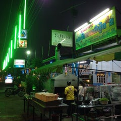 Photo taken at ครัวริมทางซีฟู๊ด 2 by Sorawit L. on 12/30/2014