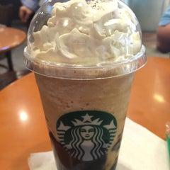 Photo taken at Starbucks (สตาร์บัคส์) by Soo L. on 7/26/2015