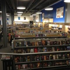 Photo taken at University of Delaware Bookstore #UDel by Erdemalp Ö. on 10/11/2012